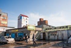 Perm, Russia - 31 marzo 2016: Servizio e gomma dell'automobile avanti Fotografie Stock Libere da Diritti