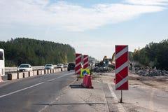Perm, Russia - 24 settembre 2016: Ripari gli impianti sulla strada Fotografia Stock Libera da Diritti