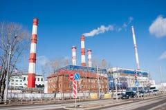 Perm, Russie - 16 avril 2016 : Paysage de ville avec des tuyaux de tabagisme Photos stock