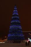 PERM, RUSSIE - 11 JANVIER 2014 : Arbre de Noël dans la ville de glace Photos stock