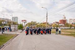Perm, Russie - 9 mai 2016 : Les jeunes cadets entrent dans l'uniforme de robe Photographie stock