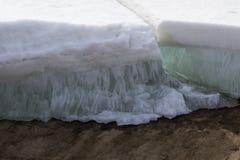 Permafrost w śnieżnej wysokiej lodowatej ziemi, zdjęcie stock