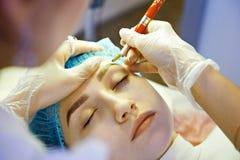 Permanent ögonbrynsmink för ledar- danande Royaltyfri Foto