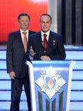 Permanent medlem av säkerhetsrådet från den ryska federationen Sergey Ivanov och provkosmonaut Sergey Ryazanskiy på ceremen arkivfoto