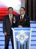 Permanent medlem av säkerhetsrådet från den ryska federationen Sergey Ivanov och provkosmonaut Sergey Ryazanskiy på ceremen arkivbild