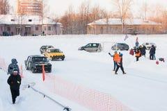 PERMANENT, RUSLAND, 17 JANUARI 2016 Autorennen bij het stadion Royalty-vrije Stock Foto