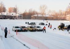 PERMANENT, RUSLAND, 17 JANUARI 2016 Autorennen bij het stadion Royalty-vrije Stock Afbeeldingen