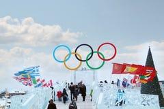 PERMANENT, RUSLAND - 6 JANUARI, 2014: Symbool van Olympische Spelen royalty-vrije stock afbeelding