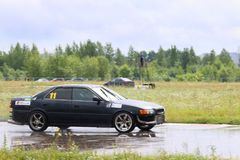PERMANENT, RUSLAND - 22 JULI, 2017: Afdrijvende zwarte moderne auto Royalty-vrije Stock Foto's