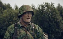 PERMANENT, RUSLAND - JULI 30, 2016: Het historische weer invoeren van Wereldoorlog II, de zomer van, 1942 Duitse militair Stock Afbeeldingen