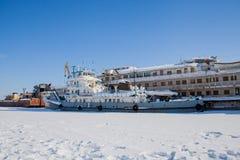 Permanent, 11 Rusland-Maart 2017: De winterlandschap met zeilboten Royalty-vrije Stock Afbeeldingen