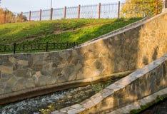 Permanent, Rusland - September 26 2016: Waterkanaal in park Royalty-vrije Stock Fotografie