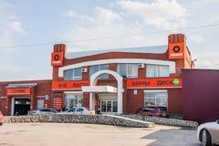 Permanent Ryssland - April 16,2016: Bilen shoppar och servar Royaltyfri Foto