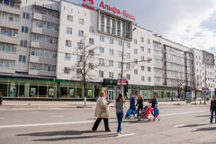 Permanent Ryssland - Maj 09 2016: Folket promenerar gatan Lenin Arkivbild