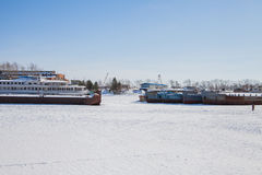 Permanent Ryssland-mars 11 2017: Sänder och rusar på skeppsvarven Arkivbilder