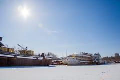 Permanent Ryssland-mars 11 2017: Sänder och rusar på skeppsvarven Arkivbild