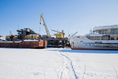Permanent Ryssland-mars 11 2017: Sänder och rusar på skeppsvarven Royaltyfri Foto