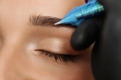 Permanent smink på ögonbryn Fotografering för Bildbyråer