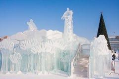 Permanente, Rússia - 28 de janeiro 2017: Corrediça do jogo do gelo com girafas Imagens de Stock