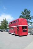 PERMANENTE, RÚSSIA - 11 DE JUNHO DE 2013: Café velho Kentucky do ônibus de dois andares Foto de Stock