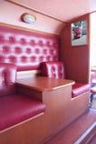 PERMANENTE, RÚSSIA - 11 DE JUNHO DE 2013: Interior do café do ônibus Imagem de Stock Royalty Free