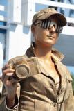 PERMANENTE, RÚSSIA - 15 DE JUNHO DE 2013: Menina dourada da escultura viva Imagem de Stock