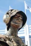 PERMANENTE, RÚSSIA - 15 DE JUNHO DE 2013: Mulher dourada da escultura viva Fotos de Stock Royalty Free
