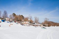 Permanente, Rússia - 11 de março 2017: Yacht club no inverno nos vagabundos Fotografia de Stock