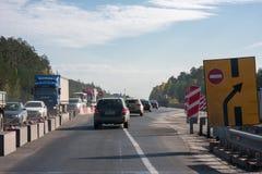Permanente, Rússia - 24 de setembro 2016: Repare trabalhos na estrada Foto de Stock Royalty Free