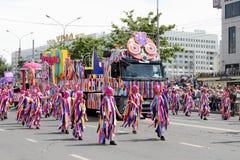 Permanente, Rússia - junho 12,2016: uma procissão do carnaval dos povos Imagens de Stock Royalty Free