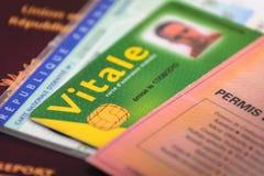 Permis de conduire et pièce et cartes d'identité français Photos stock