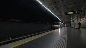 Permutando in sottopassaggio a Vienna, l'Austria stock footage