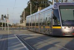 Permutez tôt sur un tramway de Luas Photos libres de droits