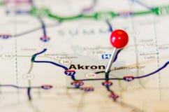Perno de Akron de la ciudad en el mapa Imágenes de archivo libres de regalías