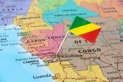 Perno de la bandera de Congo en mapa imágenes de archivo libres de regalías