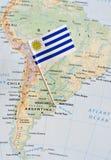 Perno de la bandera de Uruguay en mapa foto de archivo libre de regalías