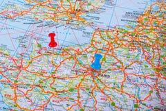 Perno del mapa en un mapa de Francia Foto de archivo