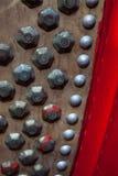 Perno del metallo sul tamburo di cuoio di chiness fotografia stock