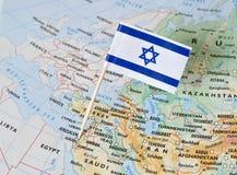 Perno della bandiera di Israele sulla mappa fotografia stock libera da diritti