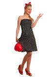Perno retro del estilo encima de la muchacha con el pelo rubio en vestido negro con whi Fotos de archivo