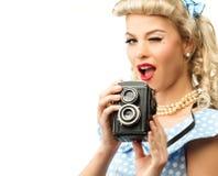 Perno rubio atractivo encima de la mujer imagenes de archivo