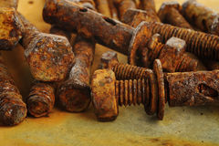 perno y nueces oxidados Fotos de archivo