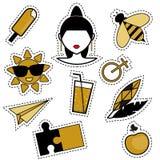 Pernos de moda de moda, remiendos, insignias, etiquetas engomadas, tatuajes de destello en colores negros y de oro Fotos de archivo
