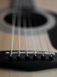 Pernos del puente del detalle de la guitarra Imagen de archivo libre de regalías