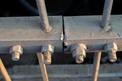 Pernos en barras de acero viejas Foto de archivo