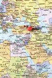 Pernos en mapa del mundo Imagen de archivo