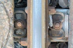 Pernos rústicos en el ferrocarril de acero Fotos de archivo libres de regalías