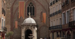 Perpignan, Francja Leon Gambetta Kwadratowa I Katedralna bazylika Saint John baptysta Perpignan W Pogodnym lecie zbiory wideo