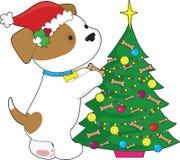 Perrito lindo con el sombrero y el árbol de Santa Imagenes de archivo