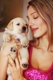 Perrito y muchacha Foto de archivo
